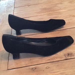 Mootsies Tootsies Shoes - Mootsies Tootsies Collection Black Velvet Heels